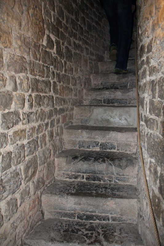13th century castles -- when taking the stairs could kill you